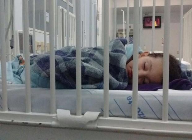 O pequeno teve hipotermia e diminuição da frequência cardíaca (Foto: Arquivo pessoal/ Ana Carolina Oliveira)