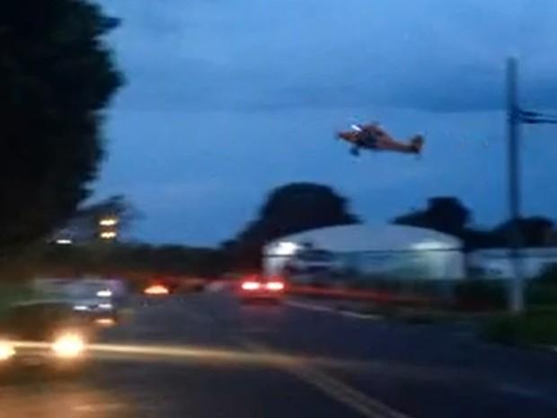 [Brasil] Avião faz manobras perigosas e voos rasantes sobre casas em Jales (SP) Aviao_JHTYP7Y