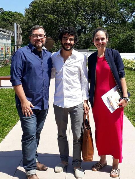 Caio Blat entre Alexandre Roldão e Juliana Dametto Guimarães Rosa (Foto: Divulgação)