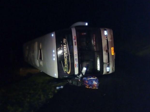 Motorista perdeu o controle da direção em uma curva, segundo a PRF  (Foto: Divulgação/ PRF)
