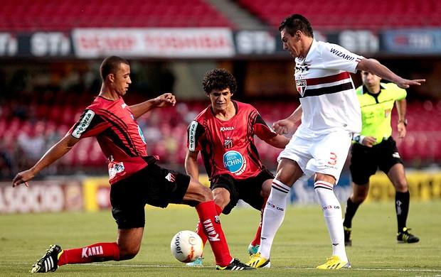 Lucio no jogo do São Paulo contra o Ituano (Foto: Miguel Schincariol / Ag. Estado)