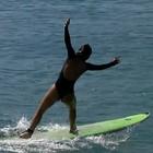 Nakamura abusa da boa forma em aula de surfe; confira! (Gshow)