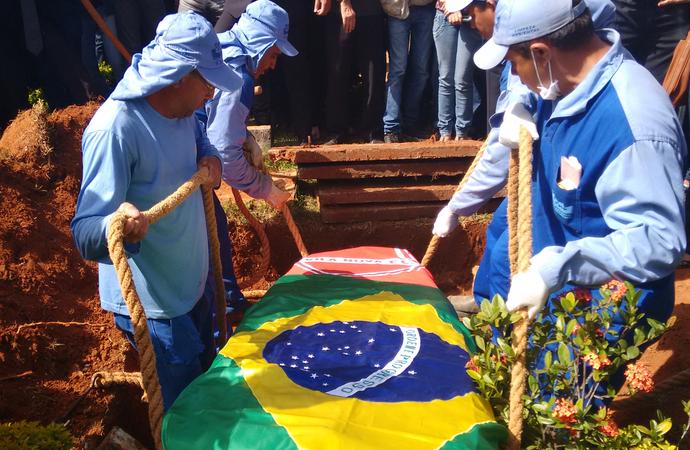 Enterro Cristiano Araújo - Vila Nova (Foto: Sílvio Túlio / G1)