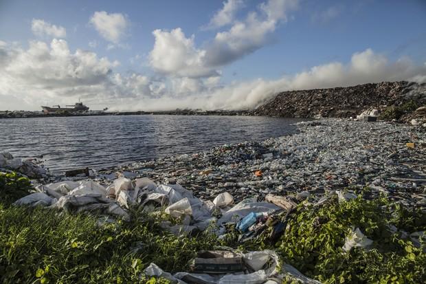 Descarte indevido de resíduos deixa ambientalistas em estado de alerta (Foto: Giulio Paletta)