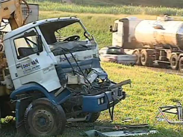 Acidente entre caminhão e carreta em Itupeva (Foto: Reprodução/TV TEM)
