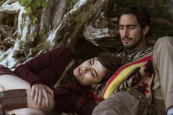 Na supersérie,  Rimena ( Maria Casadevall ) é casada com Renato ( Renato Góes), que é apaixonado por Alice (Sophie Charlotte)  (Foto: Globo/Mauricio Fidalgo)