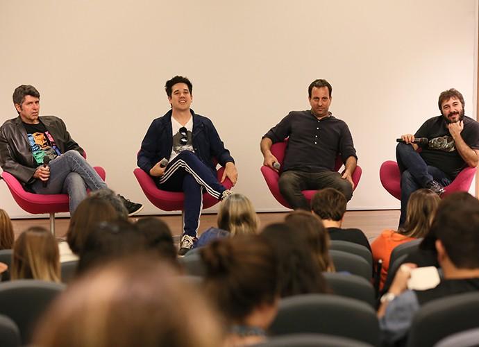 Rogério Flausino entre Leoni, Bruno Levinson e Alex Medeiros, durante a coletiva de imprensa do Laboratório do Som, a nova websérie do Gshow (Foto: Isabella Pinheiro/Gshow)