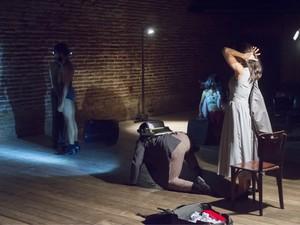 Espetáculo de dança Três Mulheres e Um Bordado de Sol, da Compassos Cia. de Dança (Foto: Rogério Alves Sobrado/Divulgação)