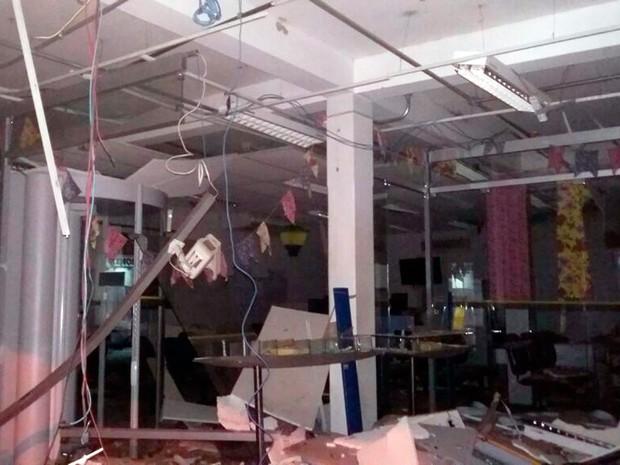 Criminosos fugiram após detonarem agência (Foto: Arquivo pessoal)