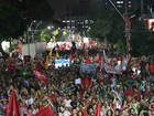 Manifestantes vão às ruas no Recife contra o impeachment de Dilma