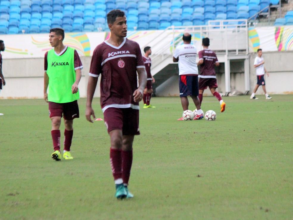 Guilherme é lateral-direito de ofício e treinou como titular na vaga de Robert (Foto: Diego Simonetti/Blog do Major)