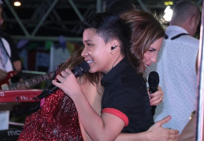 É muito amor! Ivete e Roberto Matheus cantam juntos em Fortaleza. (Foto: Fred Pontes / Divulgação)