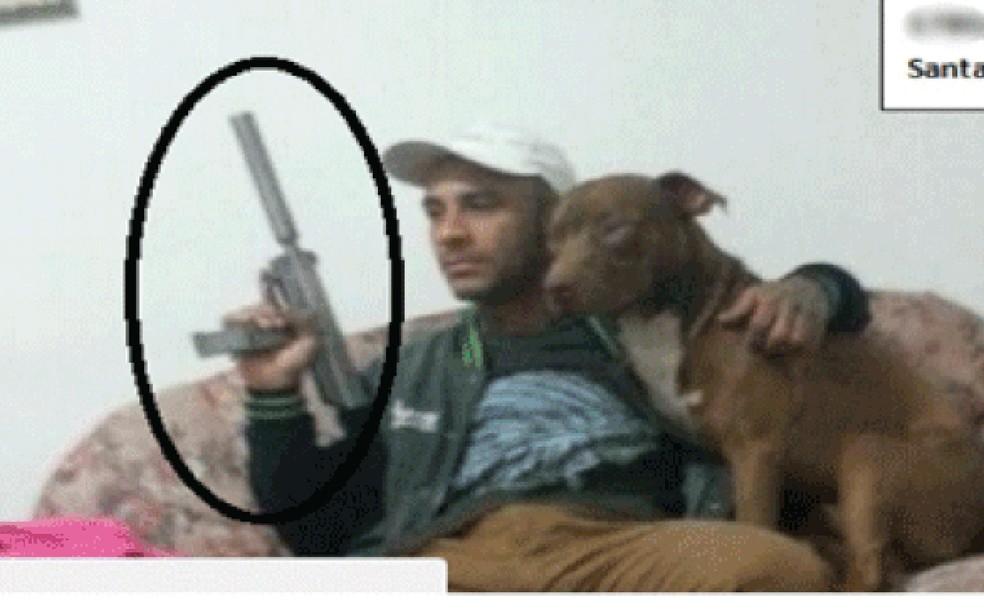 Sniper da Cracolândia, o desertor do Exército Anderson Alves de Siqueira Bernardino Kunzle  (Foto: Reprodução/Facebook)