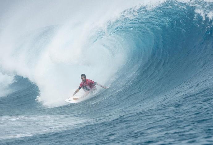 Filipinho virou a seis minutos do fim e segue vivo na etapa de Teahupoo, no Taiti (Foto: WSL / Stephen Robertson)