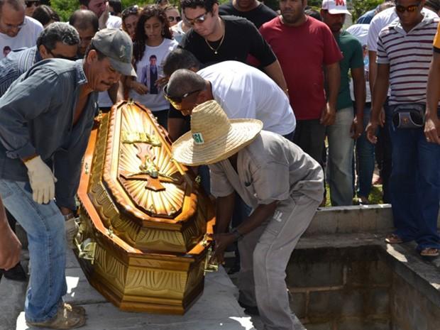 mister bahia é enterrado (Foto: Danilo Brito / Camaçari / Divulgação)