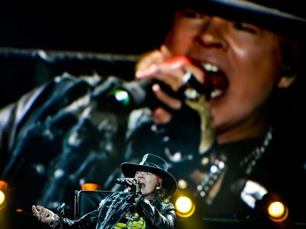 O cantor Axl Rose se apresenta neste sábado (7) em Lisboa no vocal da banda AC\DC (Foto: PATRICIA DE MELO MOREIRA / AFP)
