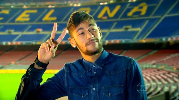 Neymar posa no Camp Nou (Foto: Reprodução TV Globo)