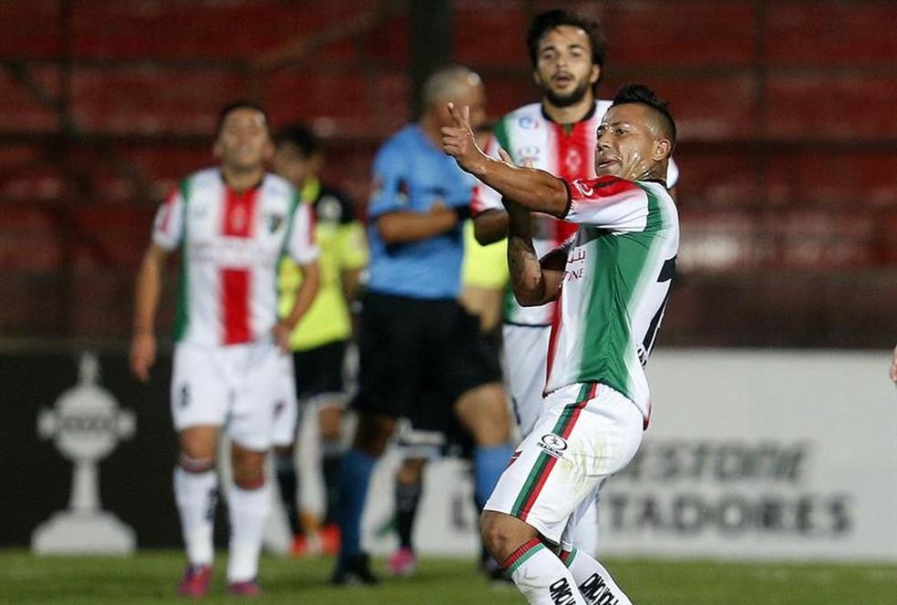 Leonardo Valencia estava no Palestino, mas agora está livre para negociar (Foto: Efe)