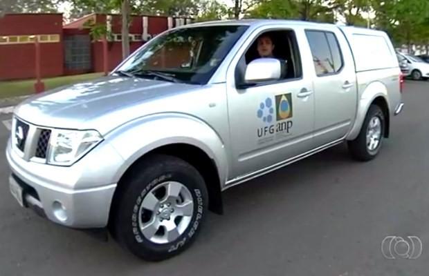 Carro de teste roda com biocombustível à base de algas de água doce em Goiás (Foto: Reprodução/ TV Anhanguera)