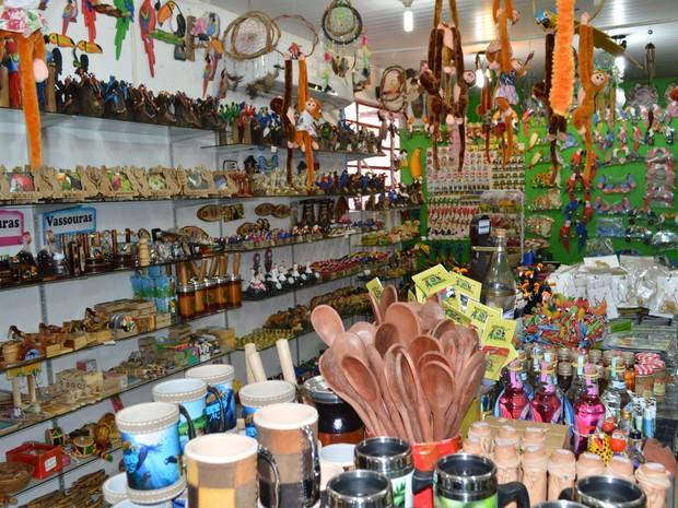 Produtos de artesanato são as principais opções de presente e lembrancinhas para os visitantes de Bonito (Foto: Anderson Viegas/G1 MS)