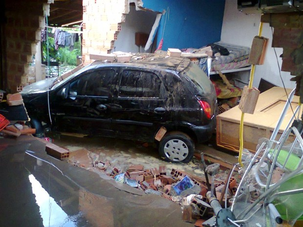 Casas foram atingidas durante rompimento de reservatório (Foto: Misael Lima/Portal MPiauí)