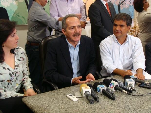 Ministro Aldo Rebelo dá coletiva de imprensa em Campo Grande (Foto: Hélder Rafael/GLOBOESPORTE.COM)
