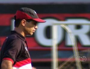 Jairo Araújo, técnico do Atlético-GO (Foto: Reprodução/TV Anhanguera)