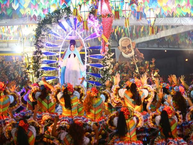 Luar do Sertão explora a fé do sertanejo durante apresentação  (Foto: Jonathan Lins/G1)