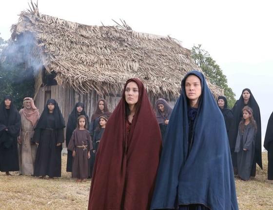 Adriana Birolli e Letícia Birkheuer, que interpretam Maria Madalena e Maria, respectivamente na montagem (Foto: Divulgação)