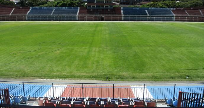 Estádio Eduardo Guinle, em Nova Friburgo, receberá, no mínimo, sete jogos do Carioca (Foto: Jessica Mello/GloboEsporte.com)
