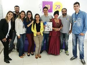 Entrega do álbum para o mídia em Divinópolis  (Foto: Divulgação | TV Integração )