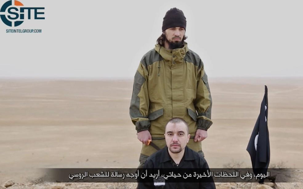 Trecho de vídeo com suposta decapitação de russo por integrante do Estado Islâmico (Foto: Reprodução/SITE)
