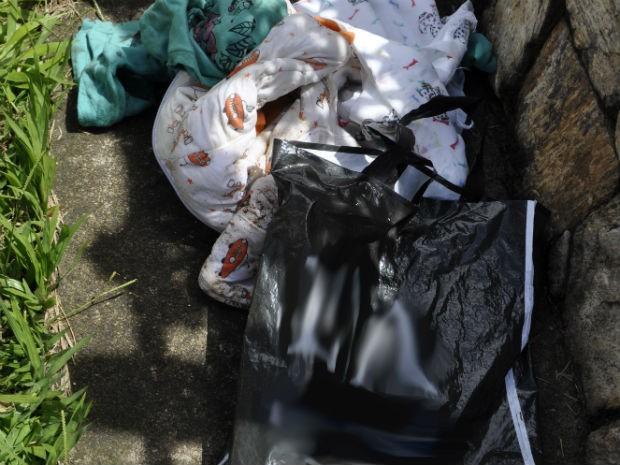 Bebê foi encontrado em saco plástico dentro de casa, em Jundiaí (Foto: Darlei Antônio/Guarda Municipal de Jundiaí)
