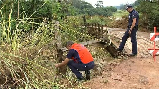 Chuva deixa ruas e casas alagadas na região de Itapetininga