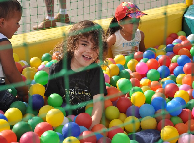 Para as crianças, o primeiro dia do aniversário de Pinhais, foi só diversão! (Foto: Roger Santmor/RPC)