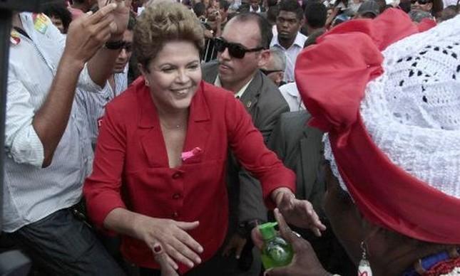 Dilma, em campanha em Salvador (Foto: Dario G. Neto / EFE)