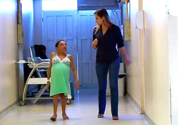 Maria Dulcineia da Silva tem 1,20 metros de altura e seis meses e meio de gestação   (Foto: Reprodução/Inter TV Cabugi)