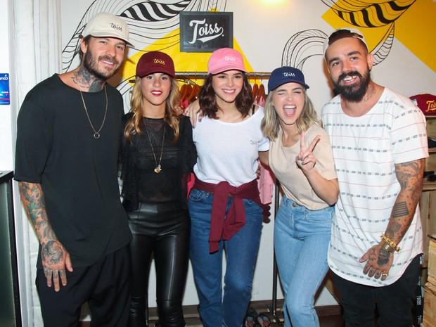 Mateus Verdelho, Shantal Abreu, Bruna Marquezine, Larissa Siloto e Alvaro Ciao em evento em São Paulo (Foto: Manuela Scarpa/ Brazil News)