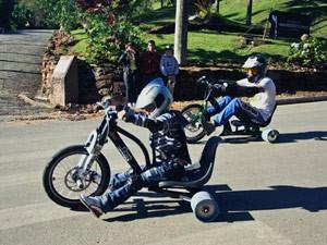 O pai Jorge Figueiredo na prática do Trike Drift (Foto: VC no G1)