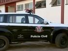 Trio invade chácara, faz família refém e prende mulher em porta-malas