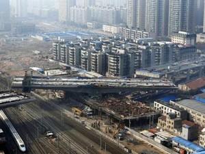Wuhan é palco de grandes obras de infraestrutura (Foto: Reuters)