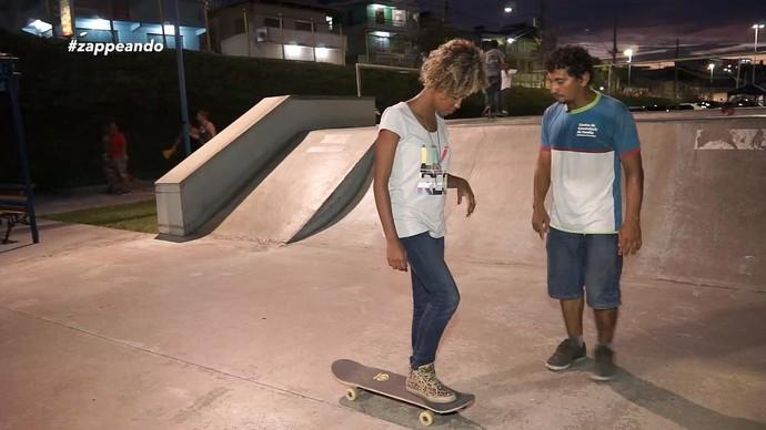 Jaque Santtos aprende a andar de skate (Foto: Rede Amazônica)