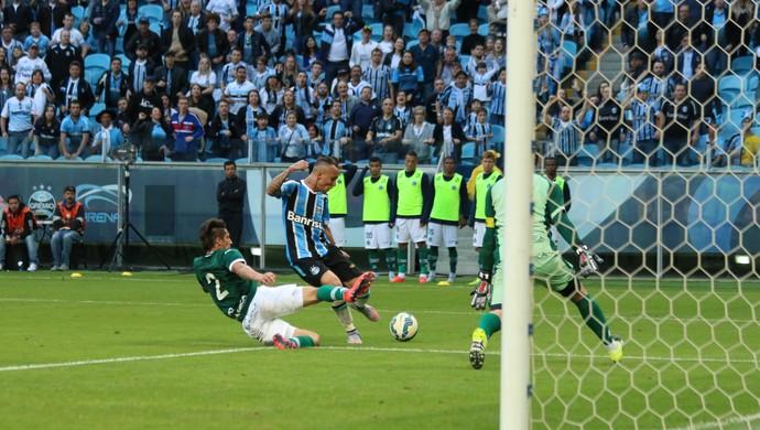 Everton marca para o Grêmio (Foto: Diego Guichard)