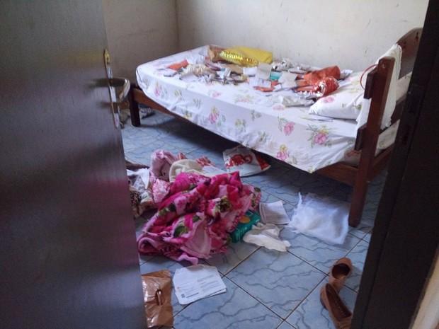 Casa da idosa ficou revirada após roubo em Gurupi (Foto: Jeeferson Ferrari/Divulgação)