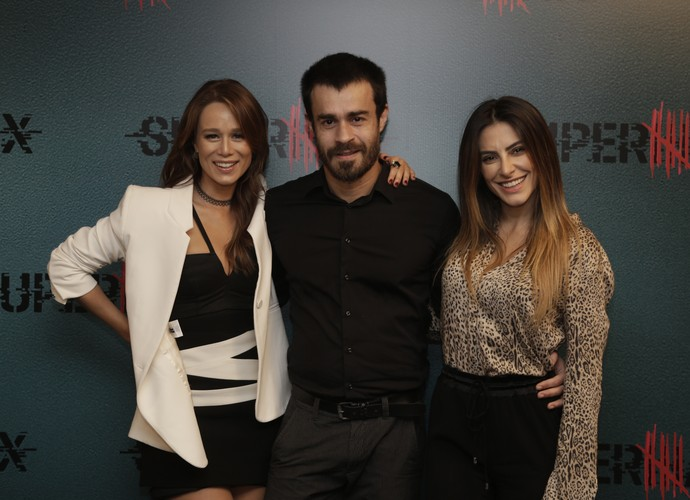 Erom Cordeiro posa entre Mariana Ximenes e Cleo Pires (Foto: Artur Meninea / Gshow)