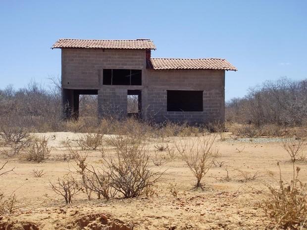 Matadouro Público orçado em R$ 100 mil está abandonado há 5 anos (Foto: Gustavo Almeida/G1)