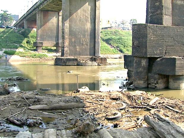 Rio Acre tem apresentado baixa nos últimos dias e preocupa Defesa Civil  (Foto: Reprodução/Rede Amazônica Acre)