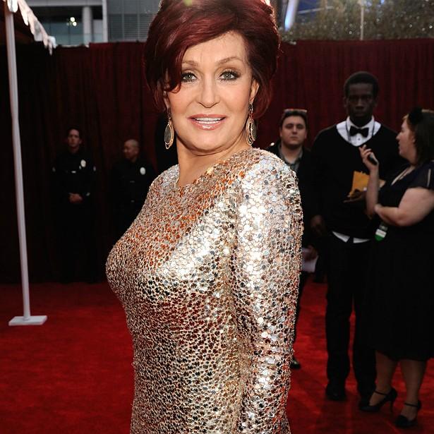A esposa de Ozzy Osbourne, Sharon, é outra que pôs silicone, não curtiu o resultado e retirou as próteses. Ela diz que deu as porções de silicone para o marido usar como peso de papel. (Foto: Getty Images)