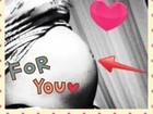 Sheila Mello posta foto do barrigão de seis meses