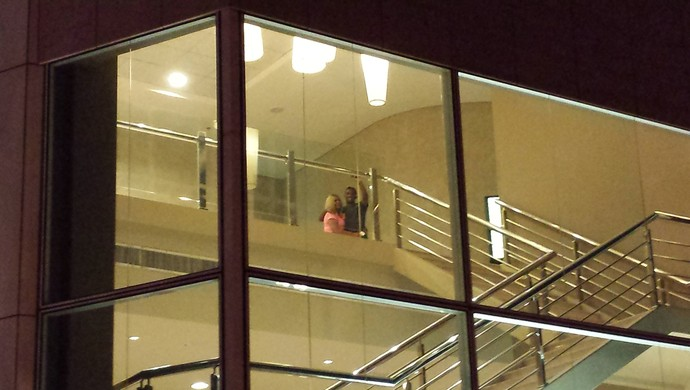 Eto'o é flagrado com uma mulher no hotel (Foto: Bruno Marques/GloboEsporte.com)